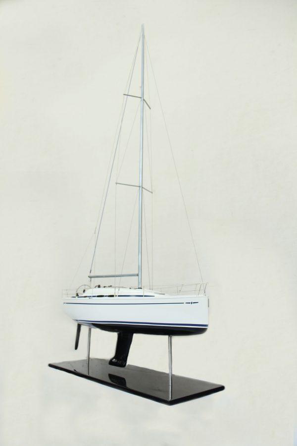 2530-14374-Bavaria-35-Match-Model-Ship