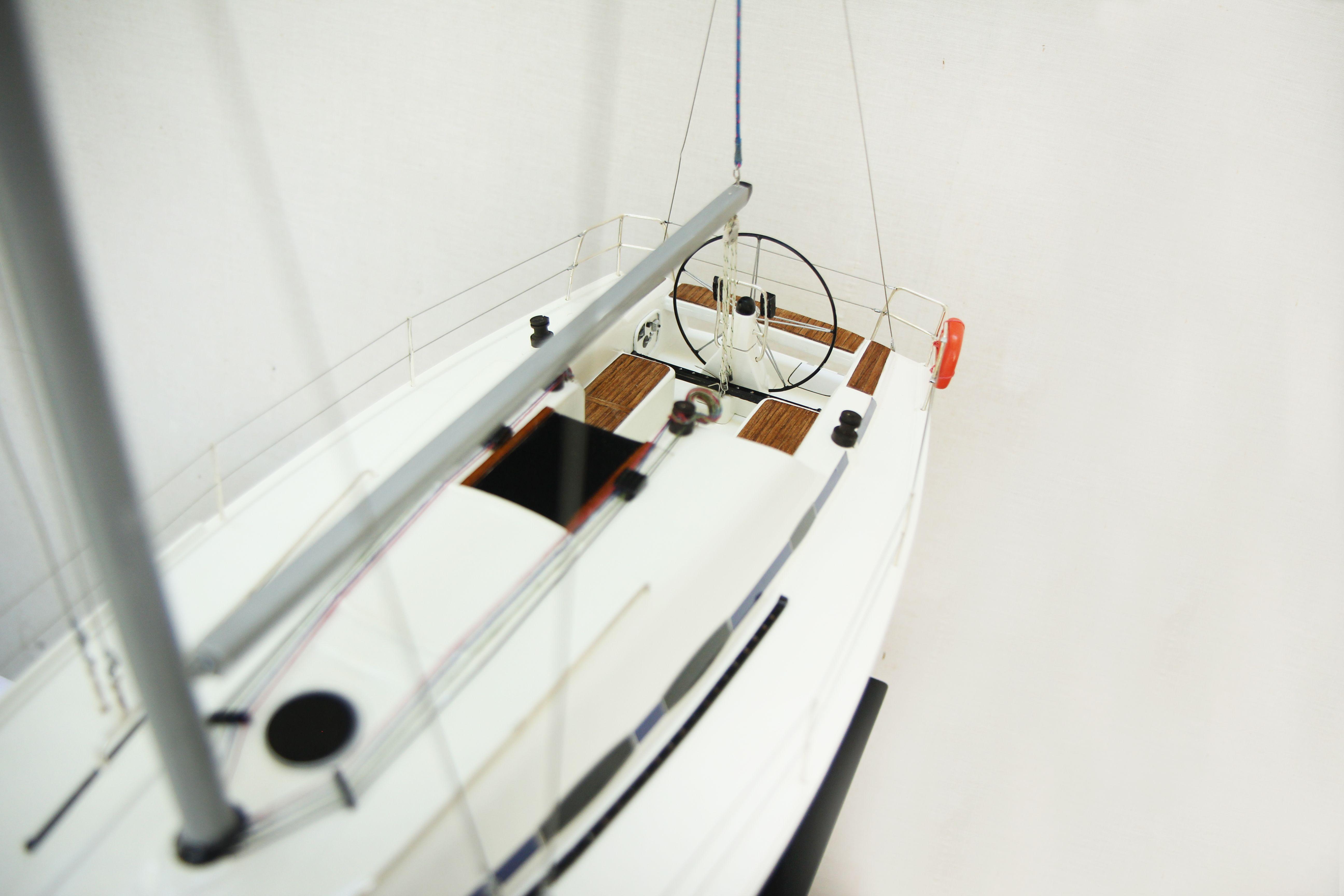 2530-14375-Bavaria-35-Match-Model-Ship