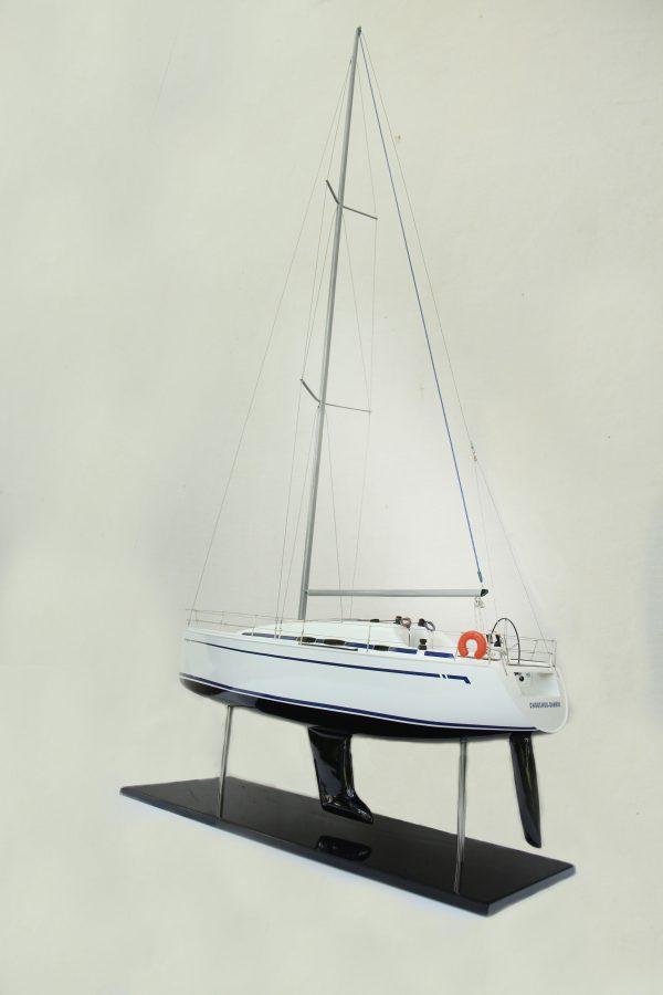 2530-14376-Bavaria-35-Match-Model-Ship