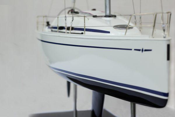 2530-14378-Bavaria-35-Match-Model-Ship