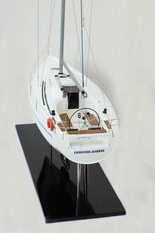 2530-14380-Bavaria-35-Match-Model-Ship