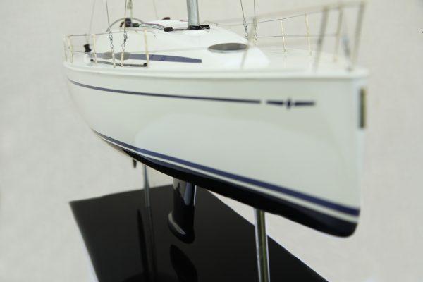 2530-14381-Bavaria-35-Match-Model-Ship