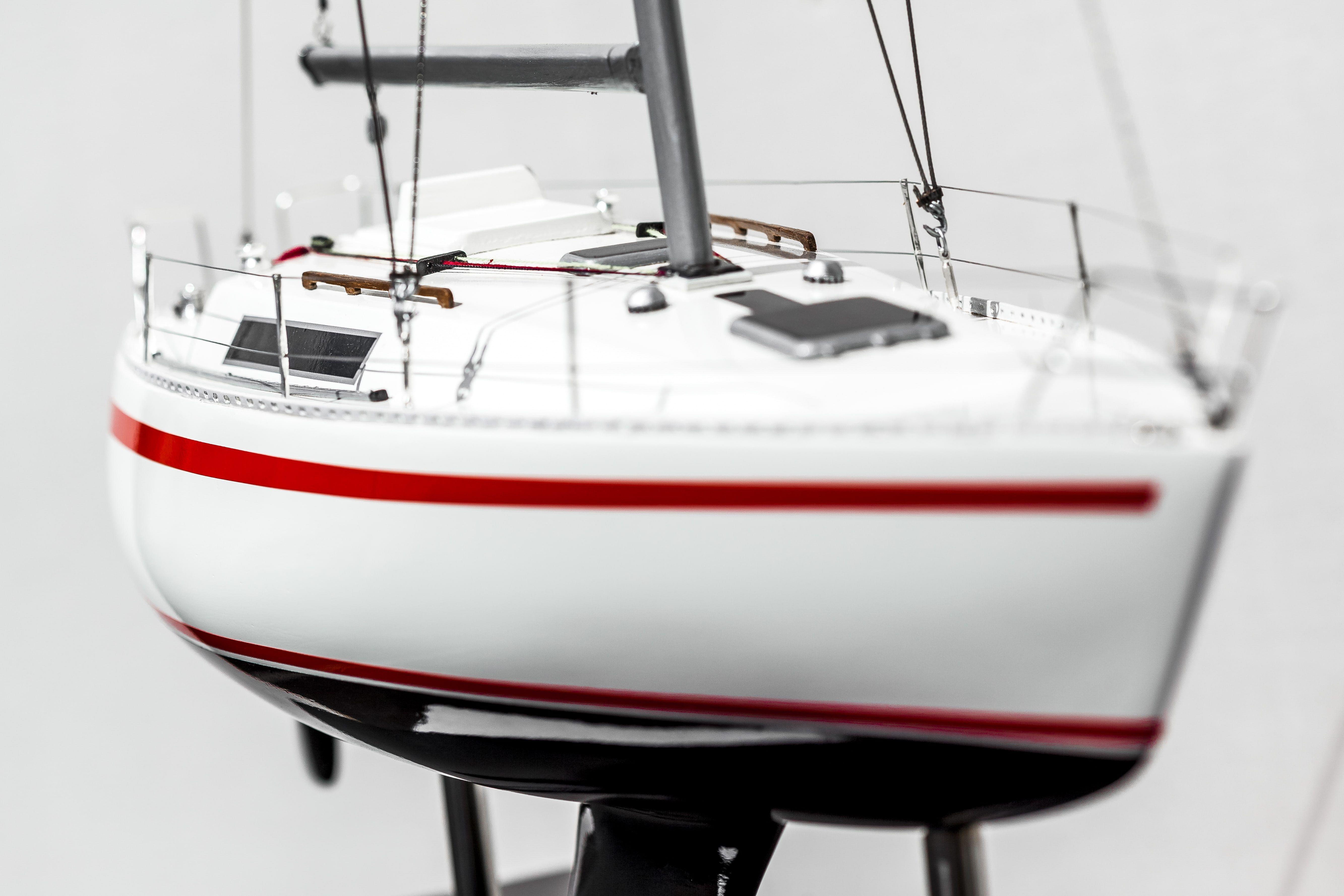 2531-14407-Beneteau-First-30-Model-Yacht-Superior-Range