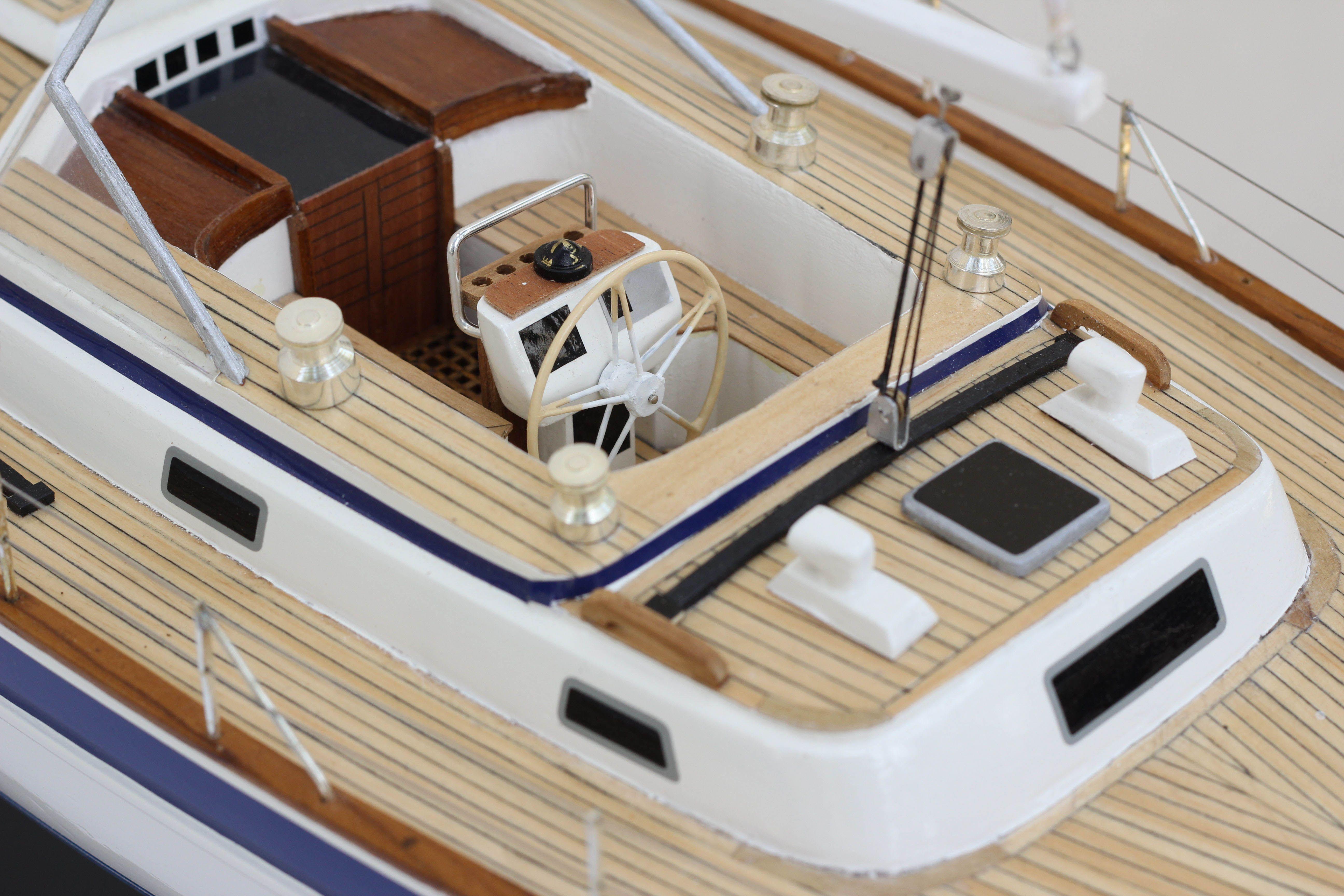 2541-14439-Halberg-Rassy-42-Model-Sailing-Boat-Superior-Range