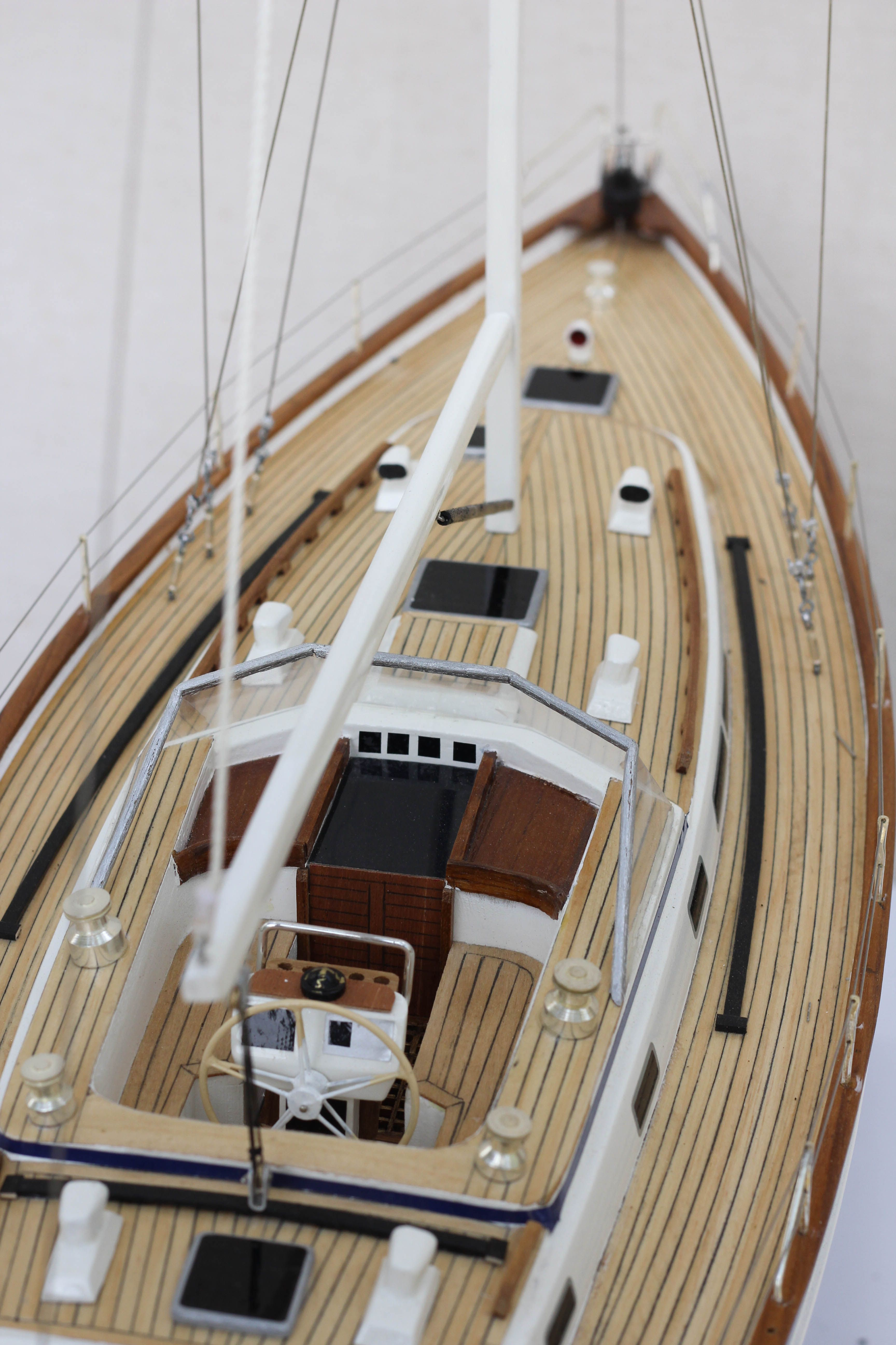 2541-14440-Halberg-Rassy-42-Model-Sailing-Boat-Superior-Range