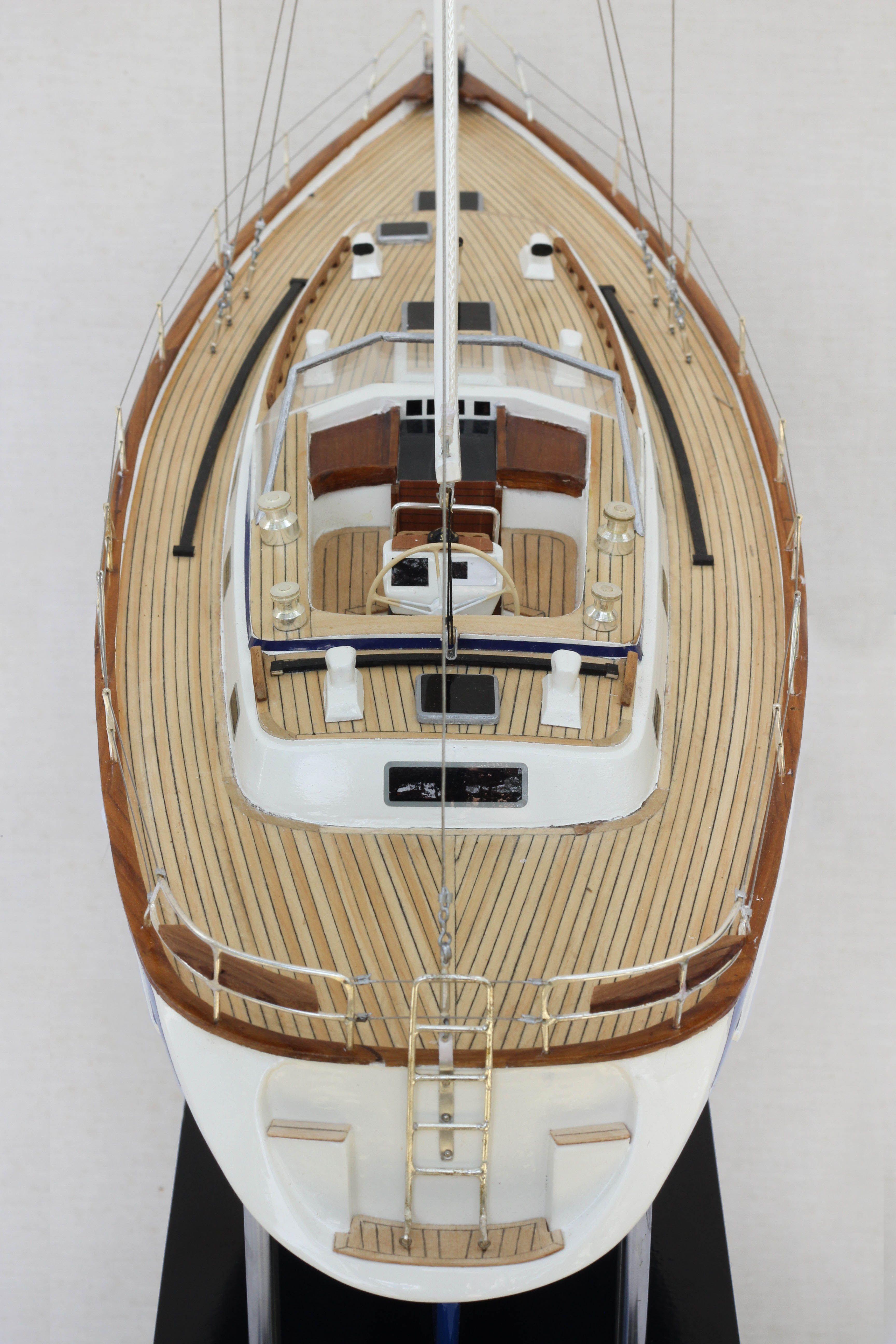 2541-14442-Halberg-Rassy-42-Model-Sailing-Boat-Superior-Range