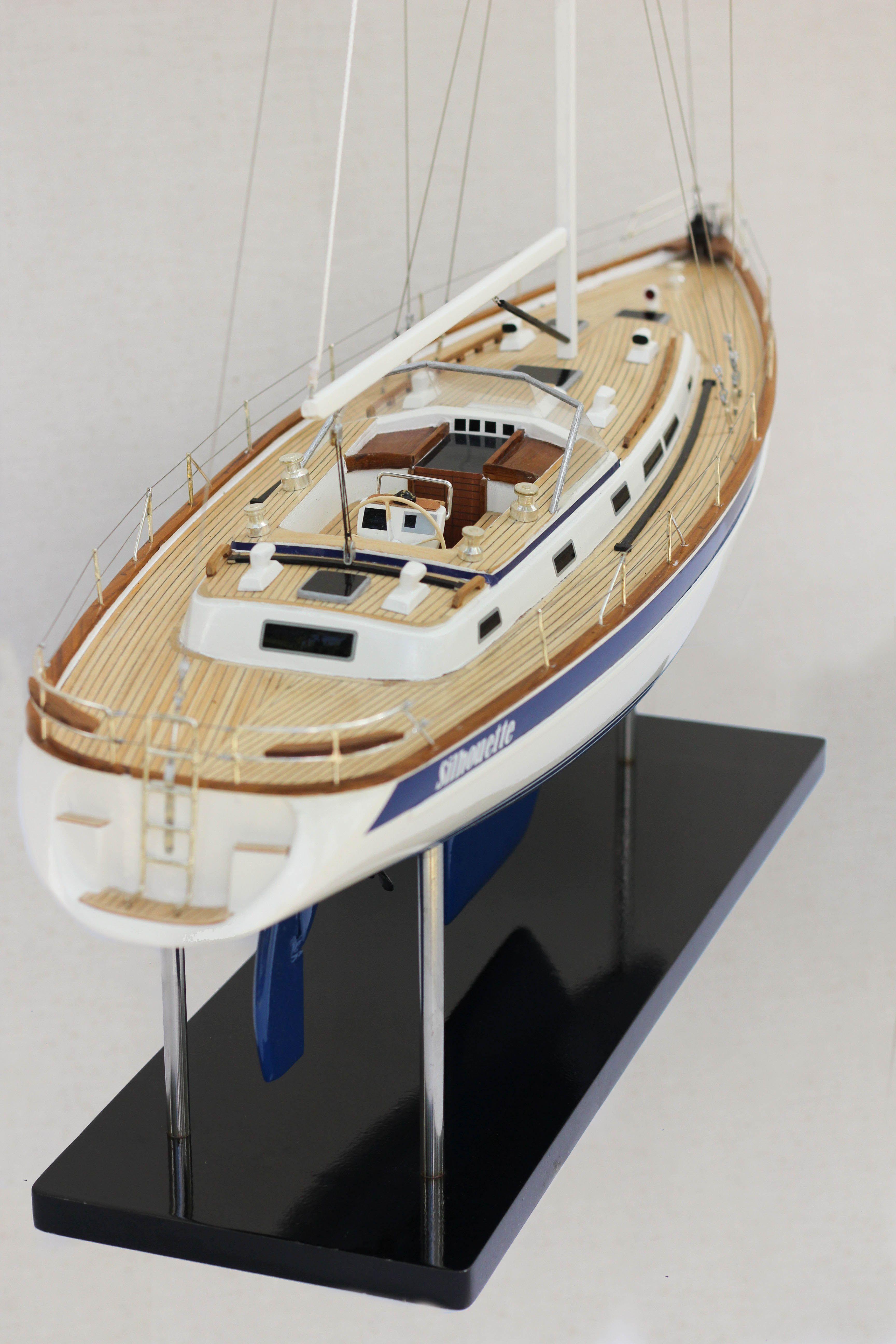 2541-14443-Halberg-Rassy-42-Model-Sailing-Boat-Superior-Range