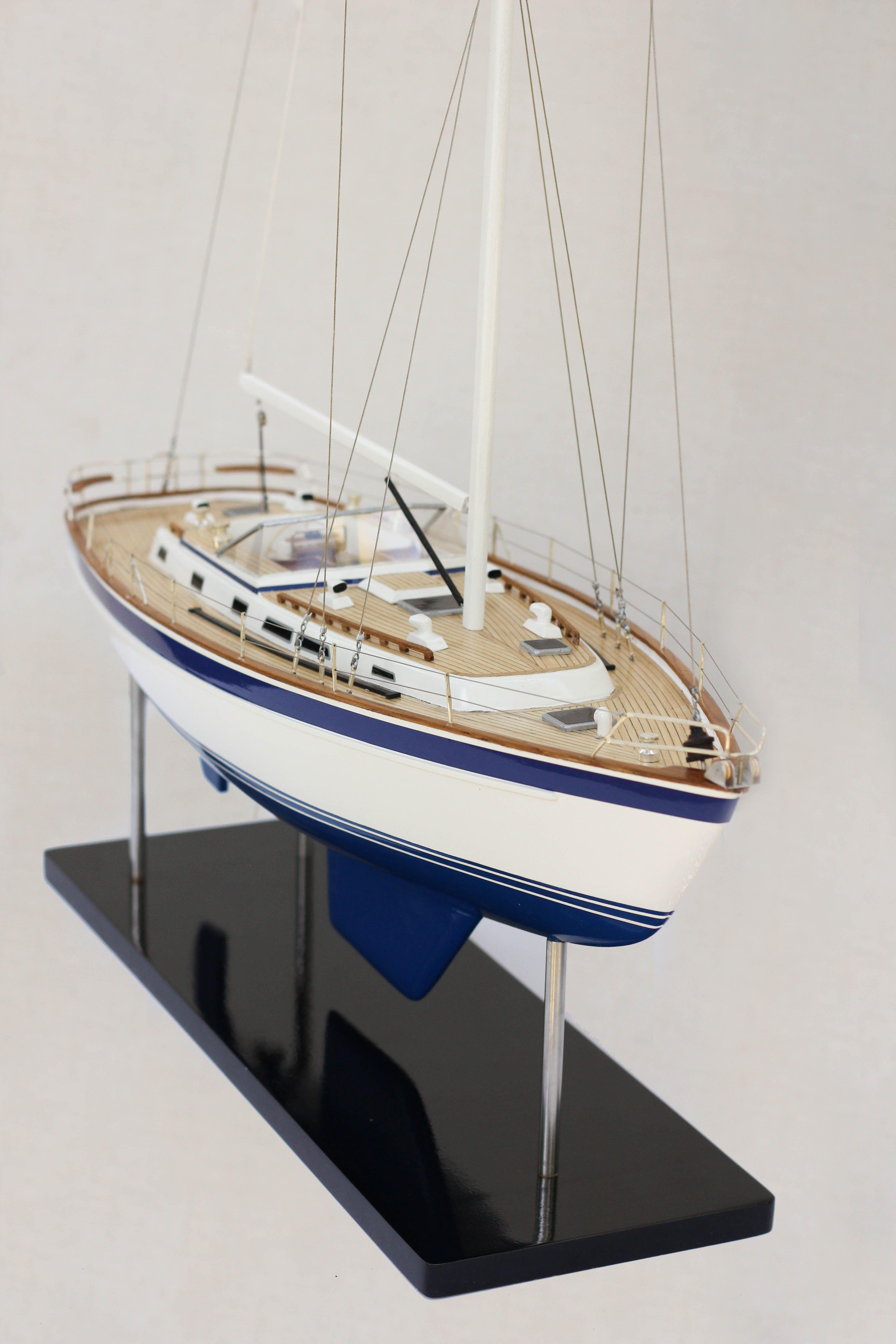 2541-14444-Halberg-Rassy-42-Model-Sailing-Boat-Superior-Range