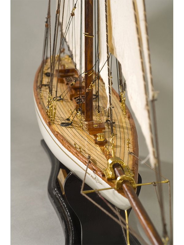 2561-14561-Tuiga-Model-Sailing-Yacht-Superior-Range