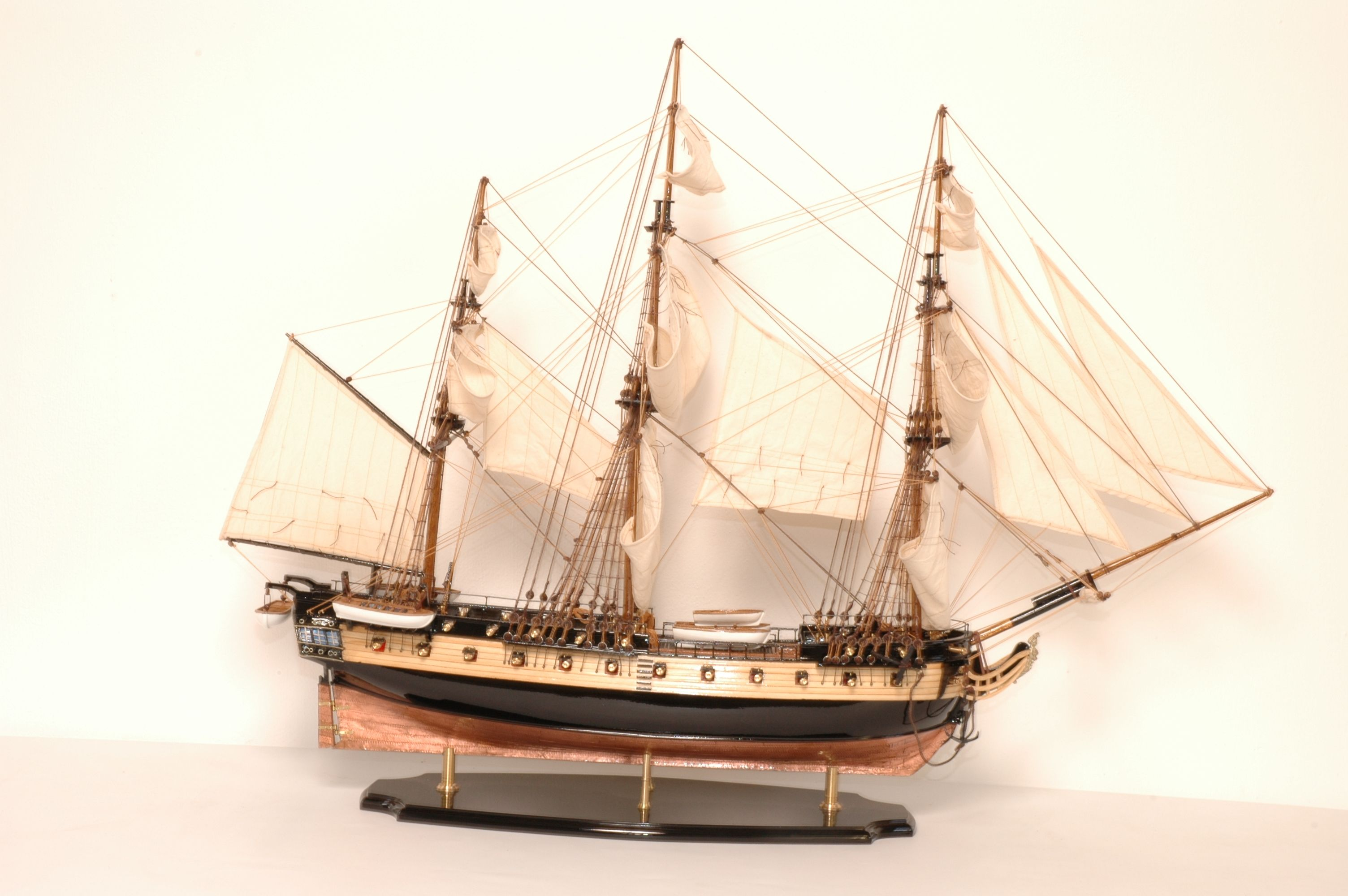 488-8352-HMS-Surprise-Model-Ship-Superior-Range