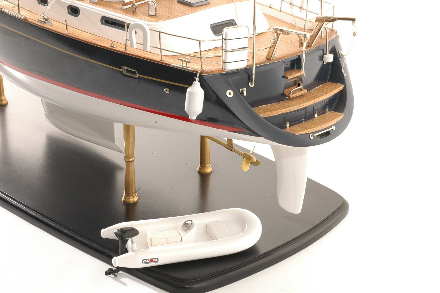 Discovery  55 model yacht