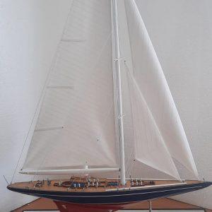 Endeavour Model Yacht  (Superior Range) - PSM